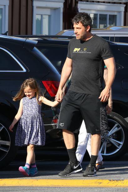Ben es padre de dos niñas y un niño junto con la actríz Jennifer Garner.