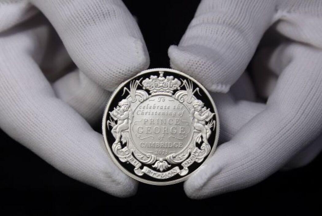 También por primera vez se han acuñado monedas para recordar esta histór...