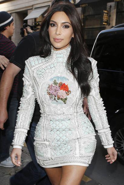 Kim tuvo una fiesta muy particular en un restaurante de París. Vota aquí...
