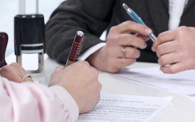 Diferencias entre un notario y abogado de inmigración en EEUU