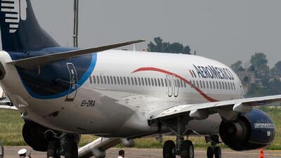 Choque entre un avión de Aeroméxico y un camión de servicios deja 8 heri...