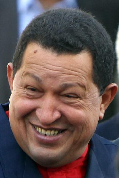 El presidente de Venezuela Hugo Chávez firmó este domingo la primera ley...