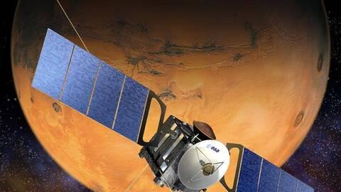 Satélite orbitando alrededor de Marte