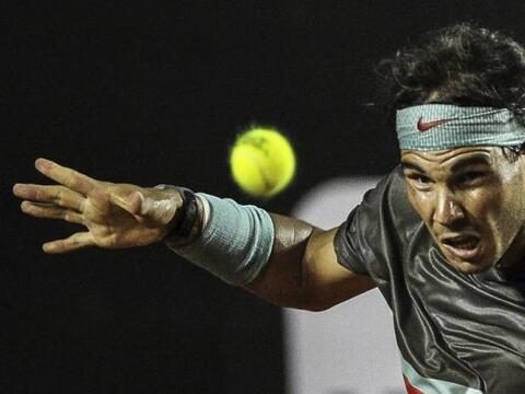 El tenista español Rafael Nadal ante su compatriota Albert Monta&...