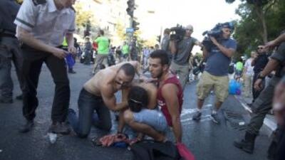 Un hombre apuñaló a seis personas que participaban en el desfile del org...