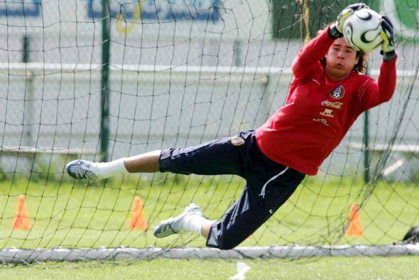 En 2005 hizo su aparición con la Selección Mexicana, en el...