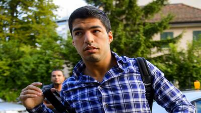 Luis Suárez podrá entrenar con el Barcelona pero el TAS mantiene la sanc...