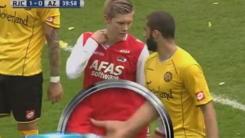 Agarrón de genitales en la Eredivisie.
