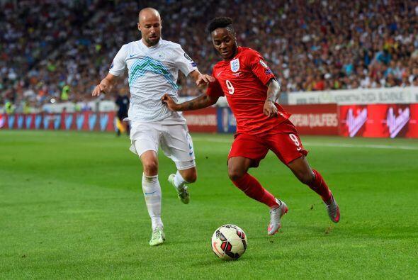 El delantero inglés Raheem Sterling del Liverpool está en la mira del Ba...