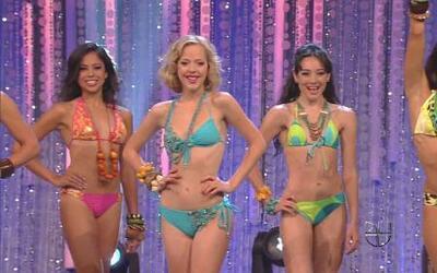 Desfile en bikini de las 8 finalistas de Nuestra Belleza Latina 2012