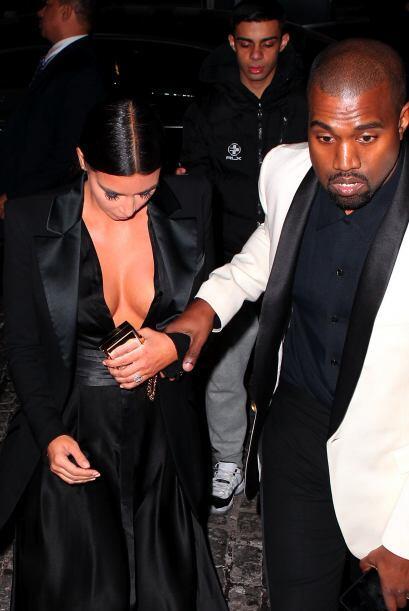 Así que salió escotadísima a una fiesta con su amor, Kanye West.