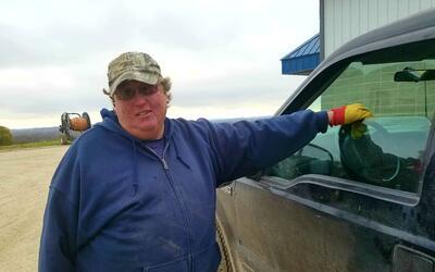 """Dan Lanser, empleado en una lechería: """"Trabajamos duro. Trum..."""
