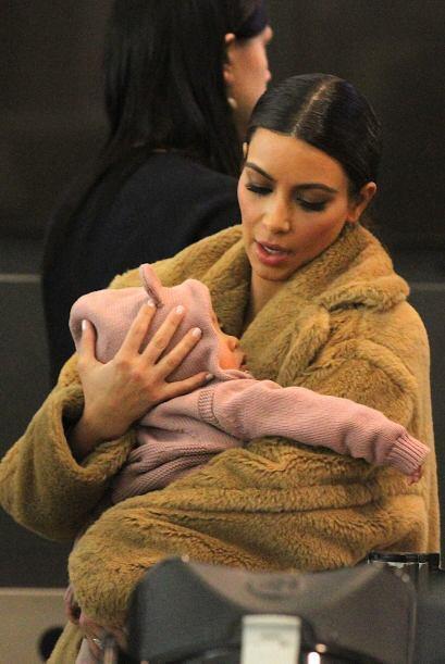 Kim es una mami muy dulce. Mira aquí los videos más chismosos.