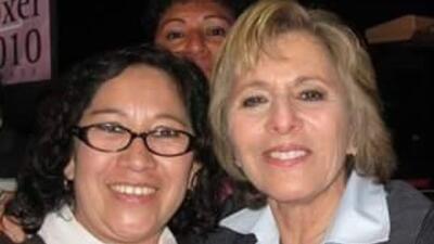 Rosa Mirna Cruz posa con la senadora Barbara Boxer