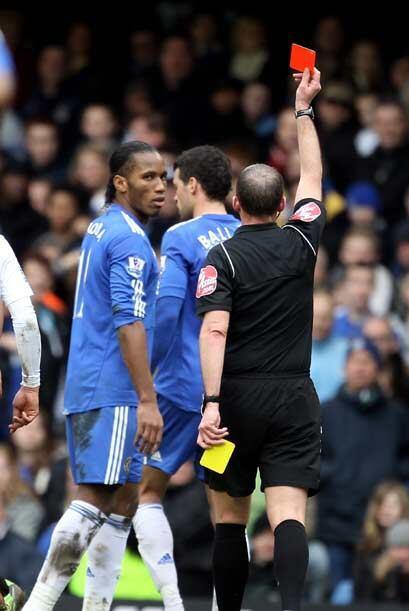 La frustración del Chelsea se tradujo en dos tarjetas rojas, una...