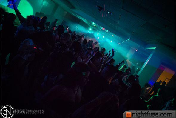 Los DJs Kyko y Dario pusieron el Monarch Theatre a bailar con mucho Hip...