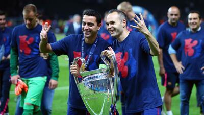 Los míticos mediocampistas del Barcelona celebraron el campeonato.