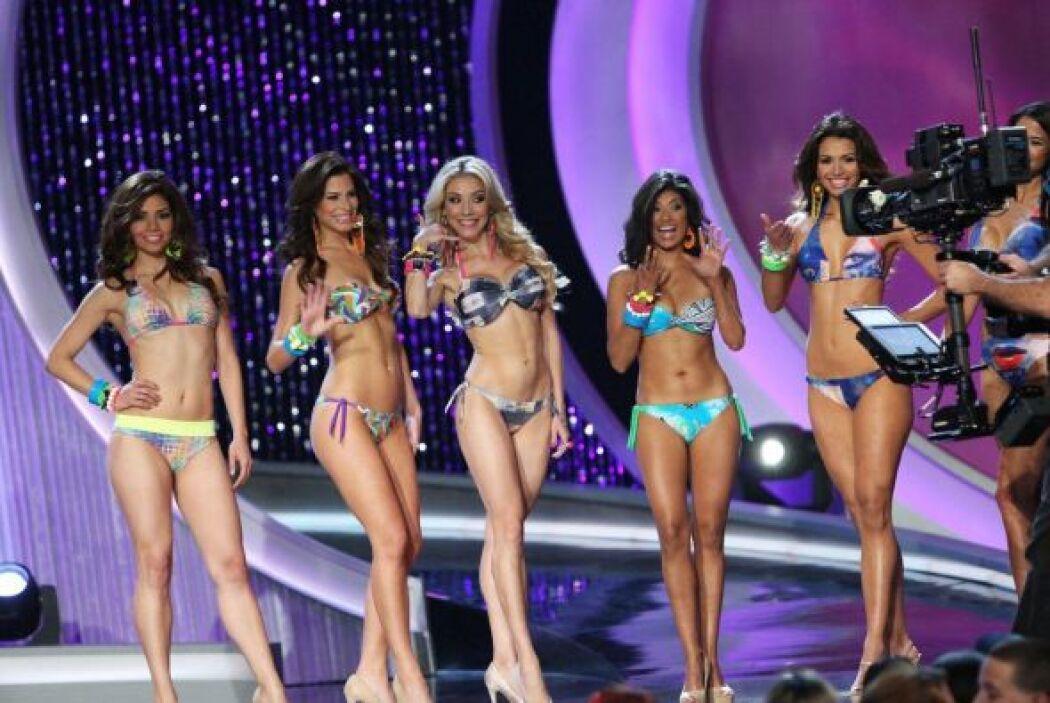 Al finalizar cada gala, las participantes salen con su mejor sonrisa y u...