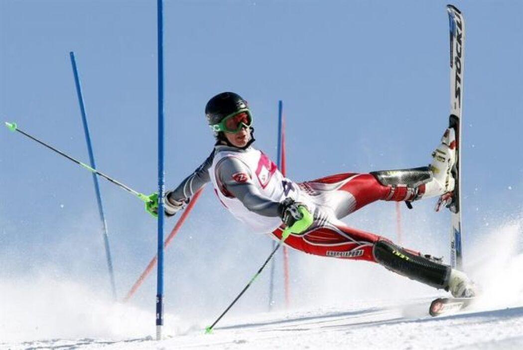 """Esta foto titulada """"Slalom Acción"""" del polaco Andrzej Grygiel, obtuvo el..."""