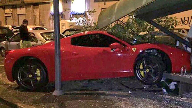 Así quedó el Ferrari del futbolista uruguayo de la Juventus.