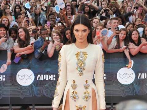 La hermosa modelo Kendall Jenner robó toda la atención de...