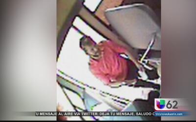 Policía busca a hombre armado que merodea alrededor de las escuelas