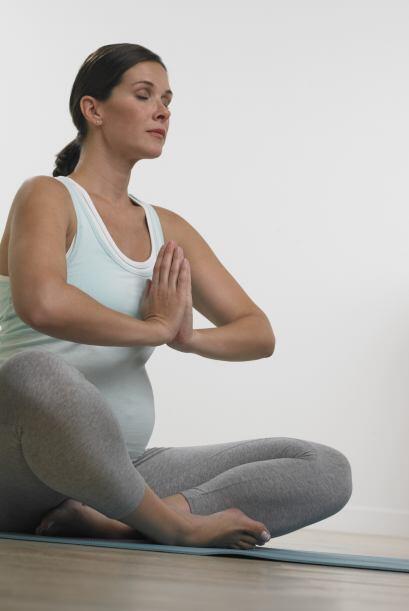 El yoga es buen ejercicio porque te ayudará a prepararte para la respira...