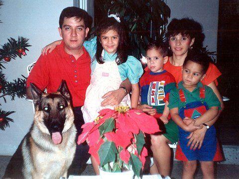 Maity es hija de Hena Medina y Ernesto Interiano. Desde pequeña se mostr...