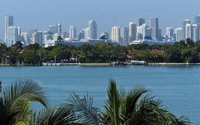 Protesta y vigilia por jóven baliado por alguaciles iStock-Miami.jpg