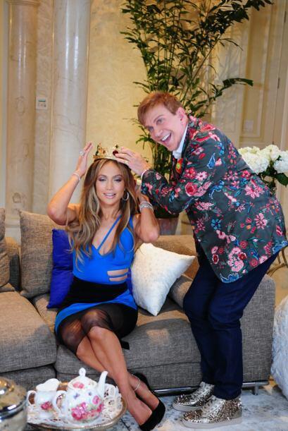 Y como toda una reina que es, JLo fue coronada por el presidente del jur...
