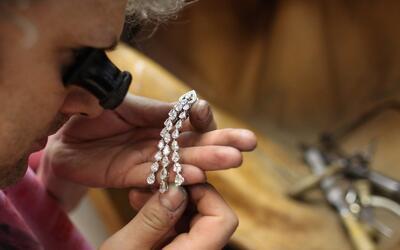Ladrones se llevaron 800,000 dólares de una joyería de Brooklyn