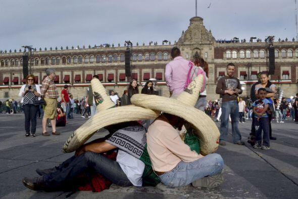 Es por ello que desde horas antes comenzó a llegar la gente al Zócalo pa...