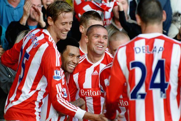 Stoke City festejó como local ante el Fulham con una victoria de 2 a 0.