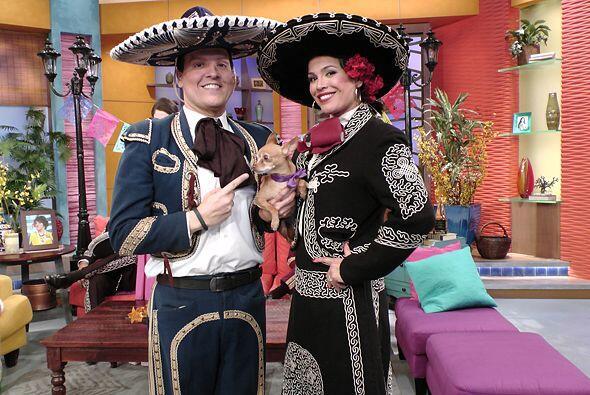 Raul y Karla también presumieron sus atuendos mexicanos.