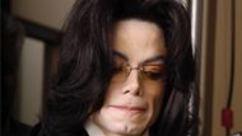 Crece el rumor de que Michael Jackson no está muerto sino escondido 2729...
