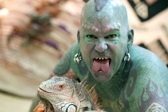 ¡Con ustedes el hombre lagarto! Erik Sprague se ha transformado en...