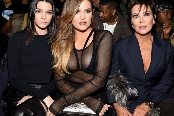 La dinastía Kardashian en primera fila. Esta vez Kendall no model...