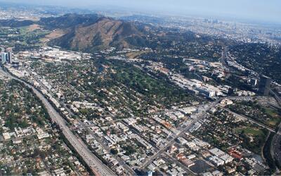 A la izquierda la autopista 134, una de las menos congestionadas de Los...