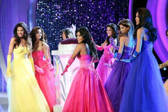 Las 12 finalistas abrieron la tercera gala con el famoso baile de la cor...