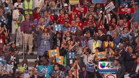 Hillary Clinton es la candidata oficial del partido en el segundo día de...
