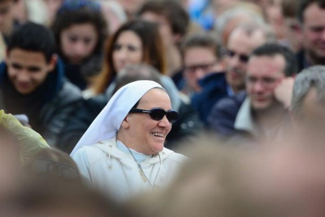 Y con esa misma buena actitud vemos a esta monja en el marco de la cerem...