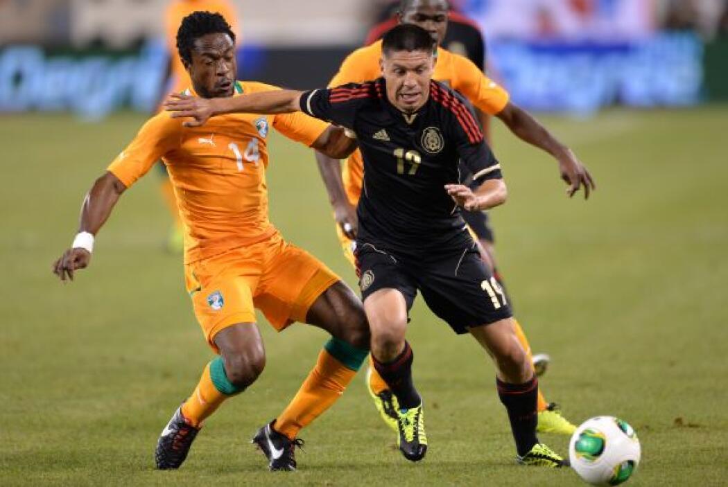 Ante los marfileños, el delantero de Santos compartió el ataque con Ánge...