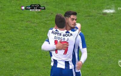 Goooolll!! Diogo José Teixeira da Silva mete el balón y marca para Porto