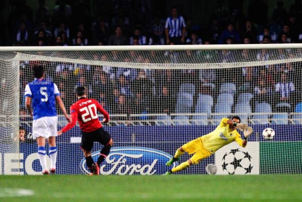 Sin embargo, el holandés Robin van Persie vio como el chileno Claudio Br...