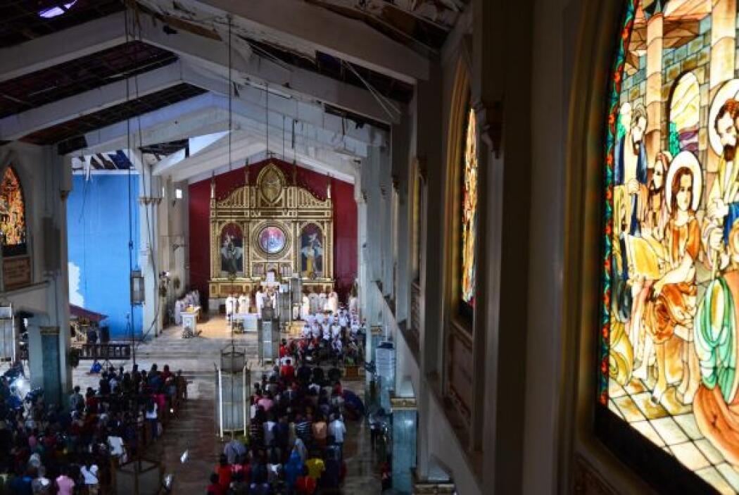Y desde las devastadas zonas que dejó el tifón Haiyan, los cristianos ac...