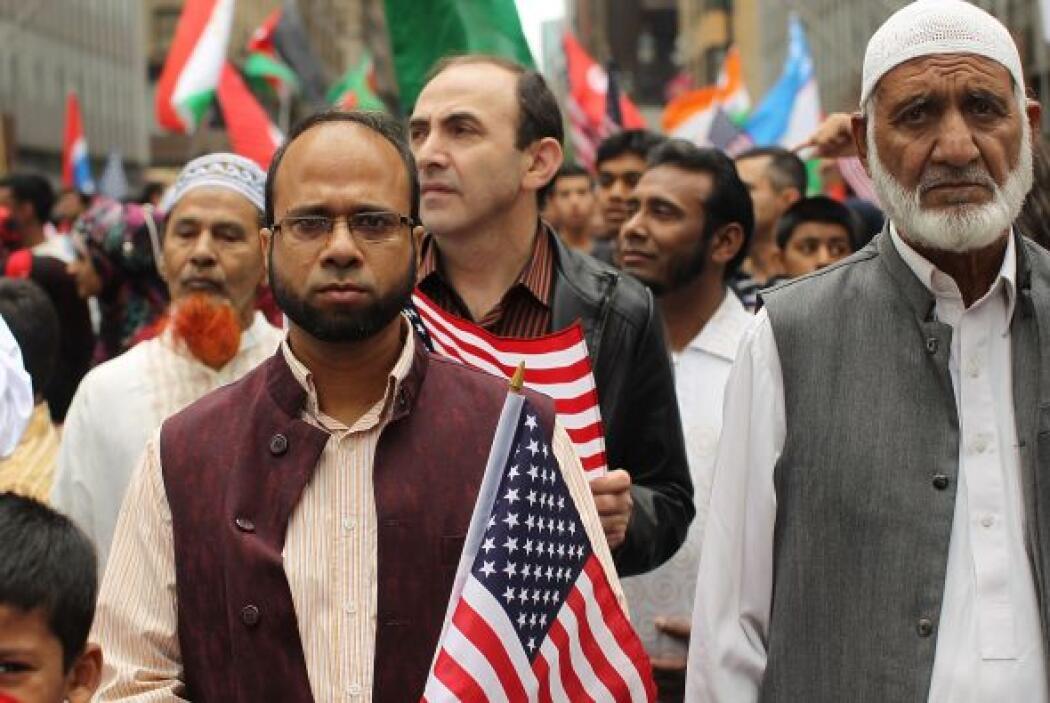 Pese al rechazo, cientos de musulmanes salieron a las calles en apoyo de...