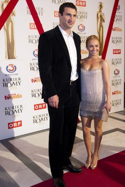 Klitschko, de 35 años, y Panettiere, de 21, aparecieron juntos a la sali...