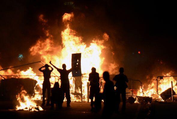 En Brasilia, donde protestaron unas 30 mil personas, un grupo de manifes...