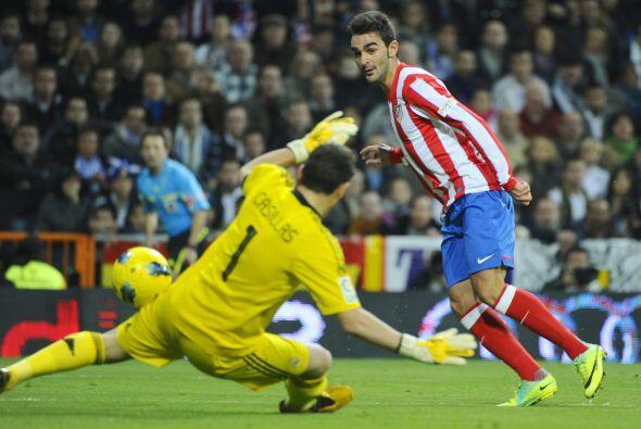 Adrián López, del Atlético, abrió el marcador a los 15' del primer tiemp...