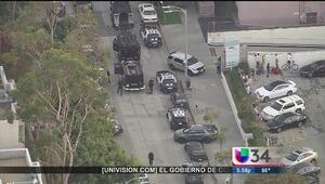 Tensión por hombre armado en complejo residencial en Westwood
